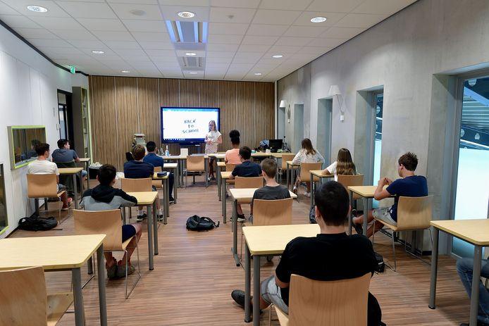 Op het Jan Tinbergen College in Roosendaal is de les weer begonnen.