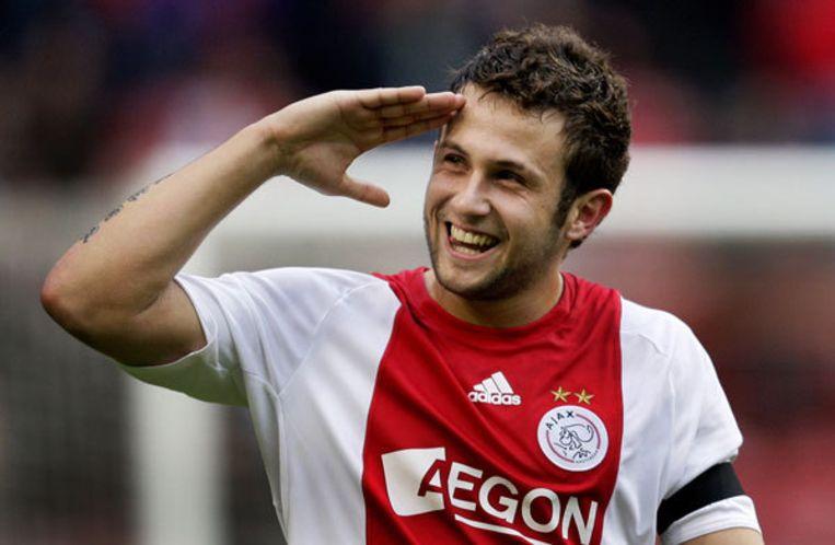 Miralem Sulejmani van Ajax groet het publiek na de 4-1 winst op PSV. Foto ANP/OLAF KRAAK Beeld