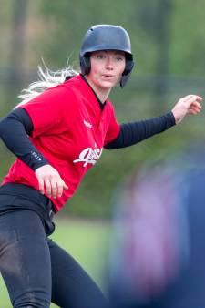 Softbalster Laura Wissink beleefde een emotionele minuut stilte: 'Ik heb wel even gehuild'