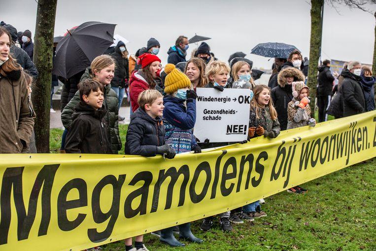 Protest tegen de komst van windmolens op IJburg. Beeld Amaury Miller