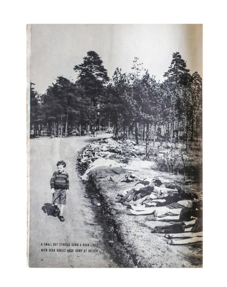 De foto van Sieg Maandag zoals die op 7 mei 1945 in Life stond. De gezichten en lichamen van de vrouwen rechts voor zijn weggesneden en deels afgedekt. Beeld Foto George Rodger uit life