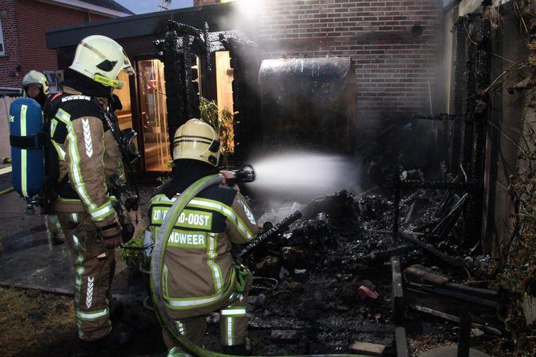 Het is niet duidelijk hoe het vuur ontstond.
