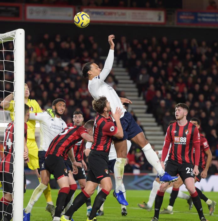 Virgil van Dijk in actie tegen Bournemouth.