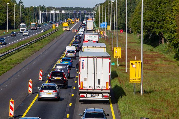 Het verkeer heeft hinder van de werkzaamheden aan de A1 tussen Bathmen en Holten.