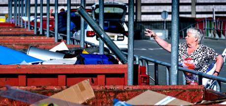 Dordtse zussen zijn boos: 'Nieuwe afvalregeling is oneerlijk voor mensen zonder auto'
