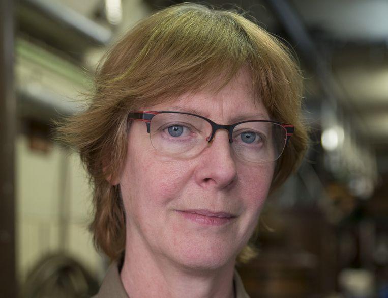 Fenny van Wees is directeur van Distilleerderij De Ooievaar in de Jordaan. Zij leerde het vak van haar vader Cees, die de zaak ook van zijn vader overnam Beeld Charlotte Odijk