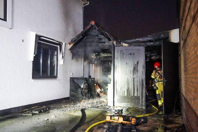 Veel schade aan twee huizen in Eindhoven bij brand.