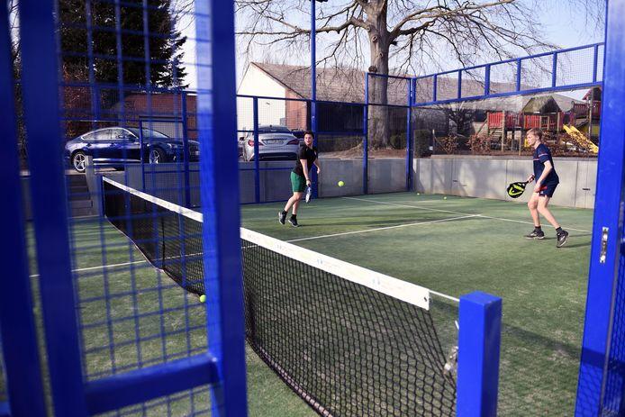 Je kan onder meer bij sportclub Lovanium in Leuven padel spelen.
