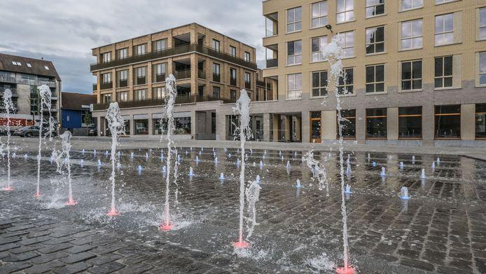 De fonteinen, die werken intussen helemaal naar behoren. En ze kregen ook een kleurtje vanmorgen.