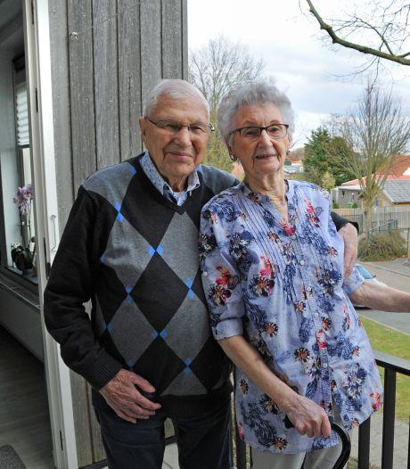 'Ze vroeg: wil je dansen?', en nu zijn Ali (94) en Frans (96) uit Renesse 75 jaar getrouwd