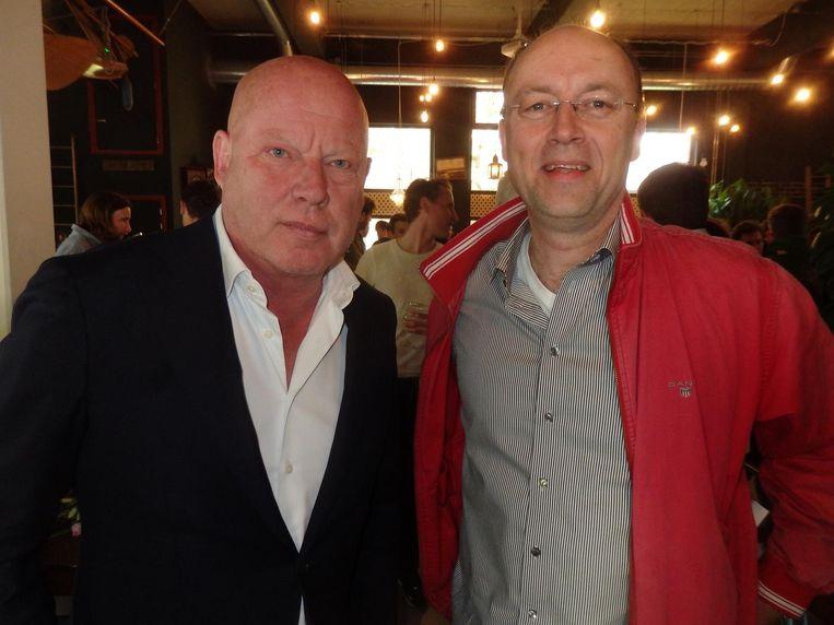 Journalist Frits Wester en Hans Zijlstra, redacteur Historische Vereniging Noordoost-Friesland. Dat noordoost is hier vanmiddag een dingetje. Dat blijken heel andere Friezen. Beeld Schuim
