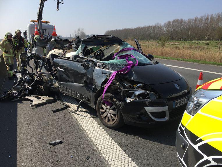 De bestuurder werd met lichte verwondingen naar het ziekenhuis overgebracht.