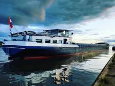 Melding 'dobberend bootje' blijkt losliggend binnenvaartschip: schipper lag te slapen