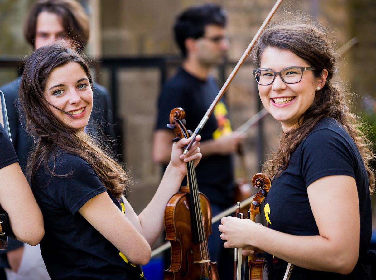 Enkele van de muziekstudenten die deelnamen aan de eerste muzikale ontmoeting op Het Stift in 2019.