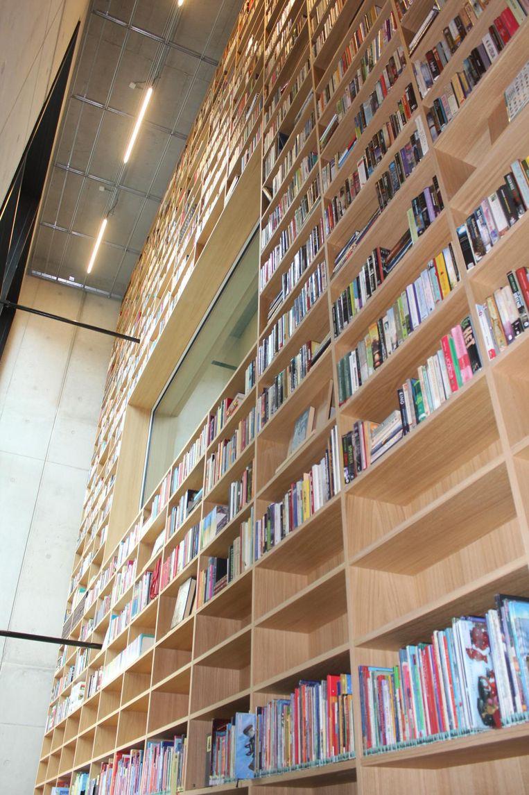 De Grootste Boekenkast van Vlaanderen staat in Utopia en is 11 meter hoog.