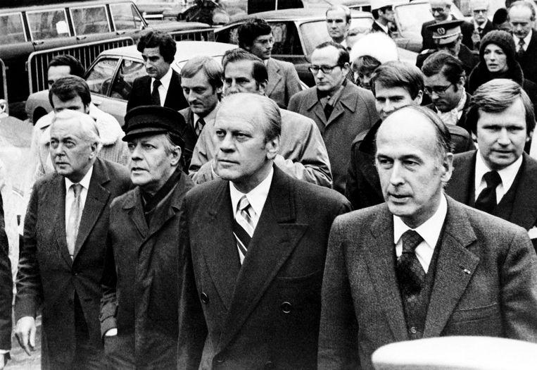 Giscard 'Estaing (rechts vooraan) arriveert in november 1975 met (van links af) de Britse premier Harold Wilson, bondskanselier Helmut Schmidt en de Amerikaanse president Gerald Ford bij een economische top in Rambouillet. Beeld AFP