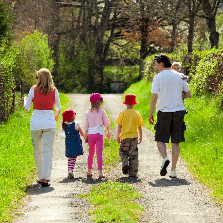 Een familie met vier kinderen.