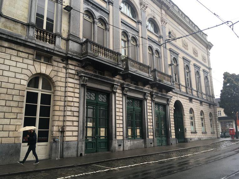 Het kleine gerechtshof zou bij de opera geannexeerd worden.