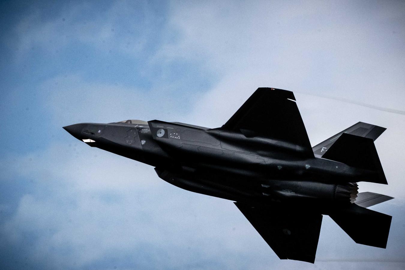 Deze F-35, de F-008, deed wel mee aan het vliegprogramma tijdens de Luchtmachtdagen op Volkel. Het toestel is gisteren weer naar Amerika vertrokken. Het andere toestel, de F-001, staat nog steeds met stukken op de grond in Volkel.