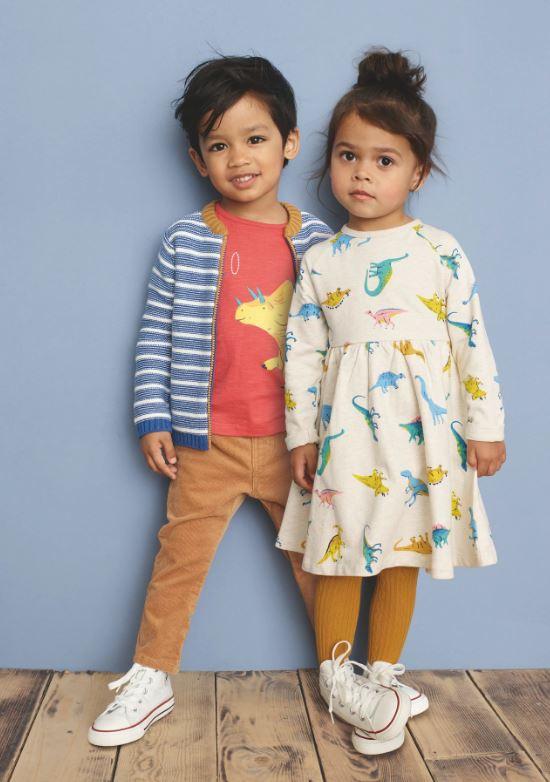De Britse winkelketen John Lewis schrapt de benaming 'jongens' of 'meisjes' op kleding.