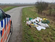 Afval gedumpt op de Oudemansdijk in IJzendijke