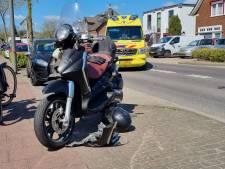 Automobilist ziet scooter over het hoofd; scooterrijder gewond naar het ziekenhuis