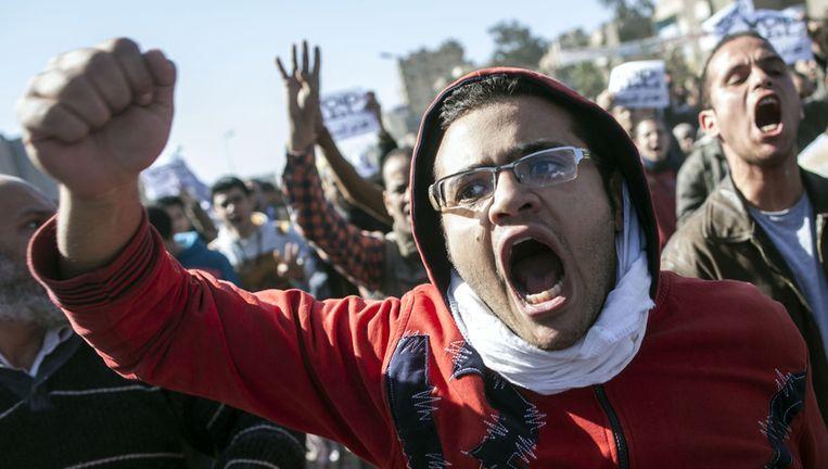Aanhangers van de Moslimbroederschap schreeuwen leuzen tijdens een protestmars in Caïro. Beeld afp