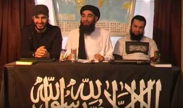 Lachende kopstukken van Sharia4Belgium in een video waarin Fouad Belkacem ongelovigen oproept tot