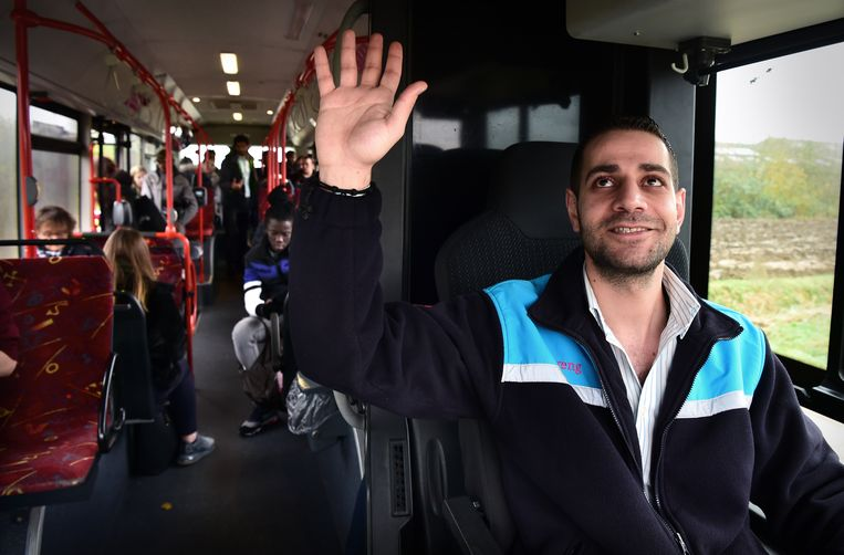 De Syrische statushouder Andrih Shaain werkt als buschauffeur in de gemeente Arnhem.  Beeld Marcel van den Bergh / de Volkskrant