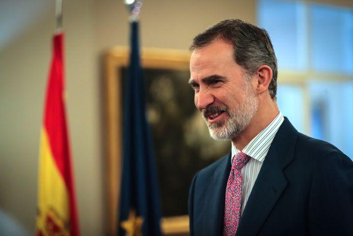 De ontluistering van de Spaanse koning Juan Carlos is compleet. Zijn staatstoelage is stopgezet door zijn zoon en opvolger koning Felipe.