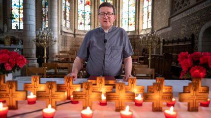 """Pastoor Sint-Katelijne-Waver herdenkt inwoners die zijn overleden tijdens lockdown: """"Nu wel mogelijk om meer volk te ontvangen"""""""