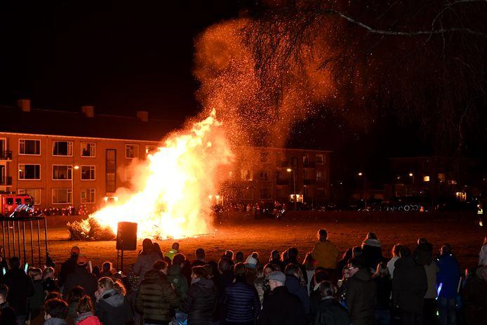 De laatste kerstboomverbranding in de Bredase wijk Boeimeer, in januari van 2020.