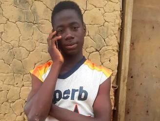 """Eerlijke tiener uit Liberia vindt 43.000 euro en bezorgt het terug aan eigenaar: """"Door mijn heldendaad heeft de president me uitgenodigd"""""""