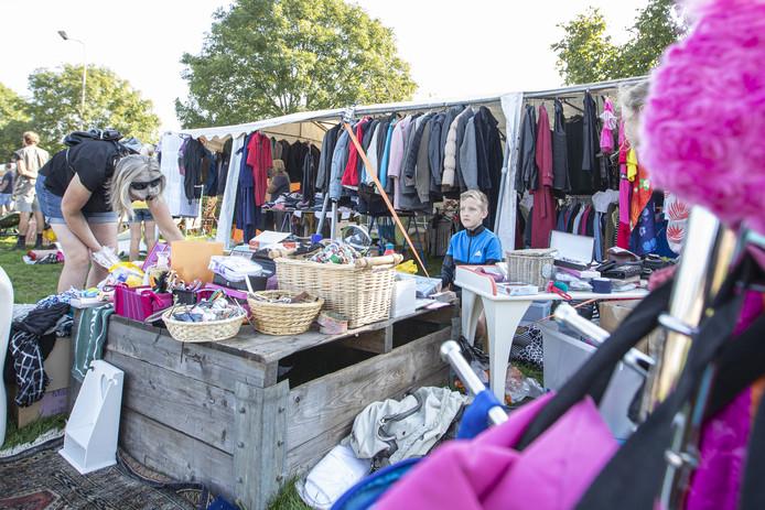 Het aanbod bevatte ook veel kledingstukken.