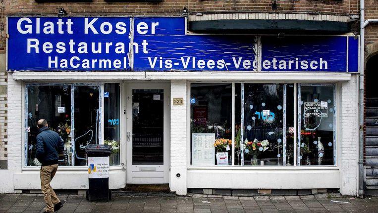 Het restaurant op de Amstelveenseweg begin december, toen een ruit werd ingeslagen. Beeld anp