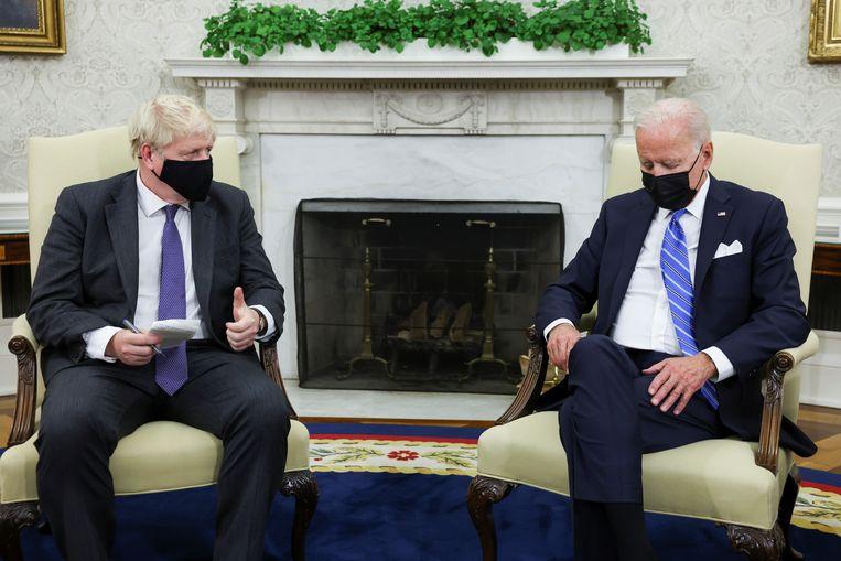 Johnson en Biden ontmoetten elkaar gisteren in Washington. Beeld REUTERS
