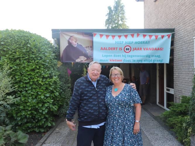 Jarige Aaldert (80) uit Delden weert visite via krant, maar krijgt 'Doos vol kaarten!' en talloze telefoontjes