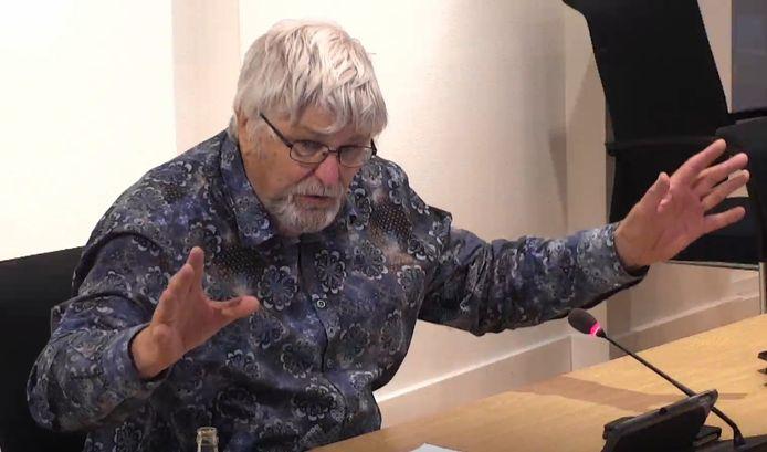 """Marien Weststrate (Leefbaar Reimerswaal) reageerde heftig op de aansporing van de SGP om ruggengraat te tonen. ,,Dat neem ik u zeer, zeer kwalijk. Die ruggengraat na 72 jaar is er nog steeds."""""""