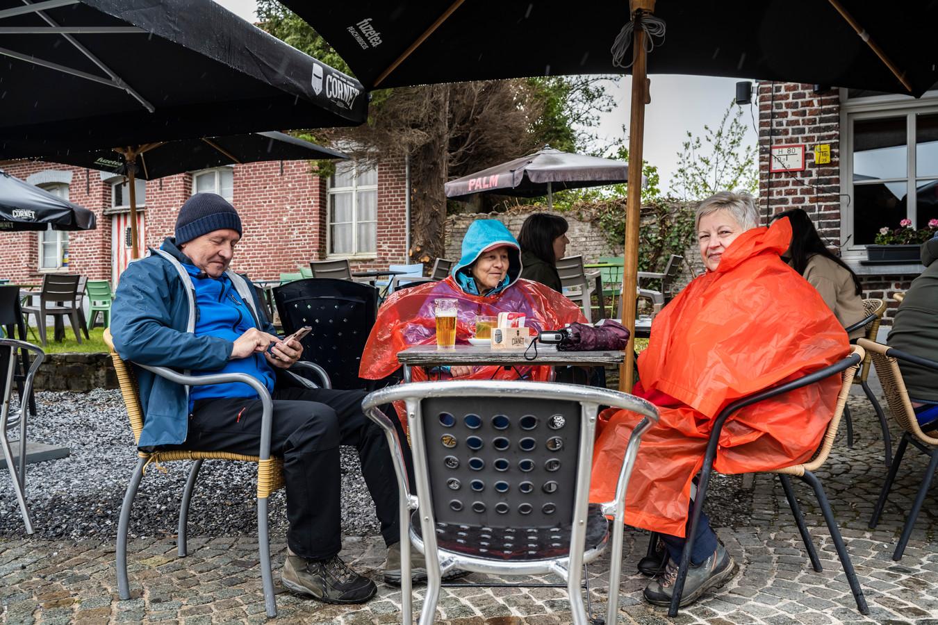Zo snakken naar dat eerste terrasjes om er zelfs te gaan zitten gehuld in regenjasjes...