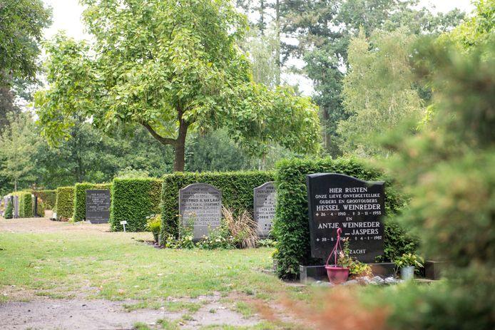 Begraafplaats 't Groenedael in Almelo, waar de kans aanwezig is dat je onder een hergebruikte grafsteen komt te liggen.
