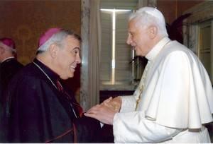Javier Martinez, aartsbisschop van Granada, en paus Benedictus.