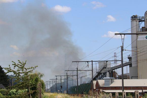 De brand ging gepaard met aanzienlijke rookontwikkeling.