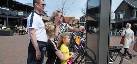 Een touchscreen helpt toeristen op weg in Renesse
