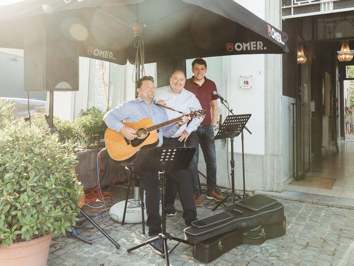 Vincent en Luc van De Lage Landen Live samen met Jan D'Hollander van Jean.