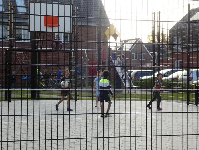 De Cabauwse voetbalkooi, waarvan omwonenden zeggen overlast te ervaren.