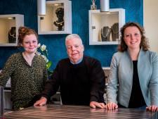 Voor 4000 euro aan sieraden gestolen in Deventer juwelierszaak: 'Ik ben deze ellende aardig beu'