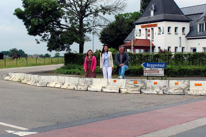 Op de foto (vlnr) : Schepen Greet Segers, burgemeester Conny Moons en schepen Dimi Robbyns