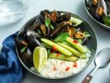 Wat Eten We Vandaag: Mosselen met chili, komkommer en kokosrijst