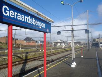 Geraardsbergen vraagt fysiek alternatief voor treinloket op zondag