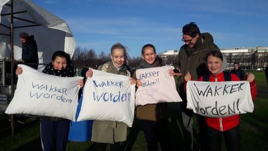 Groep 8-leerlingen uit Haarlem reisde per trein af naar Den Haag om te protesteren. ,,Er moet nú iets gedaan worden.''